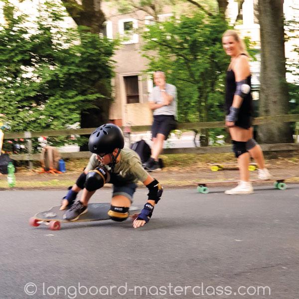 Longboard Kurs für fortgeschrittene Kinder in Hannover.