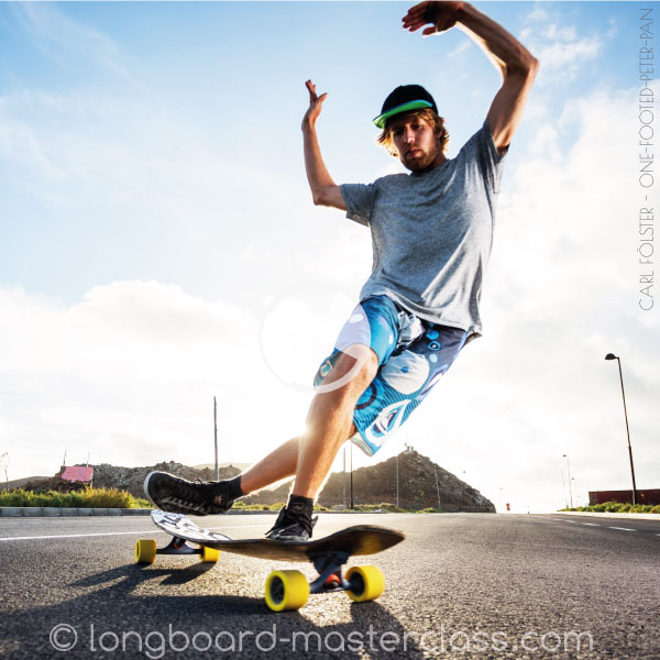 Longboard Dancing Steps öernen. Cross-Steps, PeterPan, Chop-the-wood, windmill, double-T, Pirouetten und weitere Longboard-Tricks lernen.