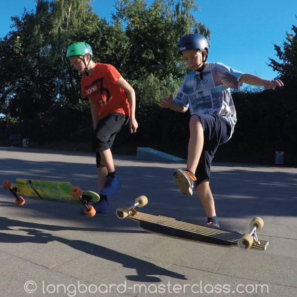 Ghostride Flip Trick Übung während des Longboard Trainings in Bamberg.