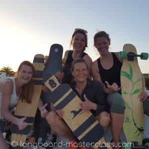 Göttinger Longboard Gruppe lernt skaten