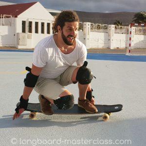 Grundlagen und Basics des Longboardens im Anfängerkurs lernen.