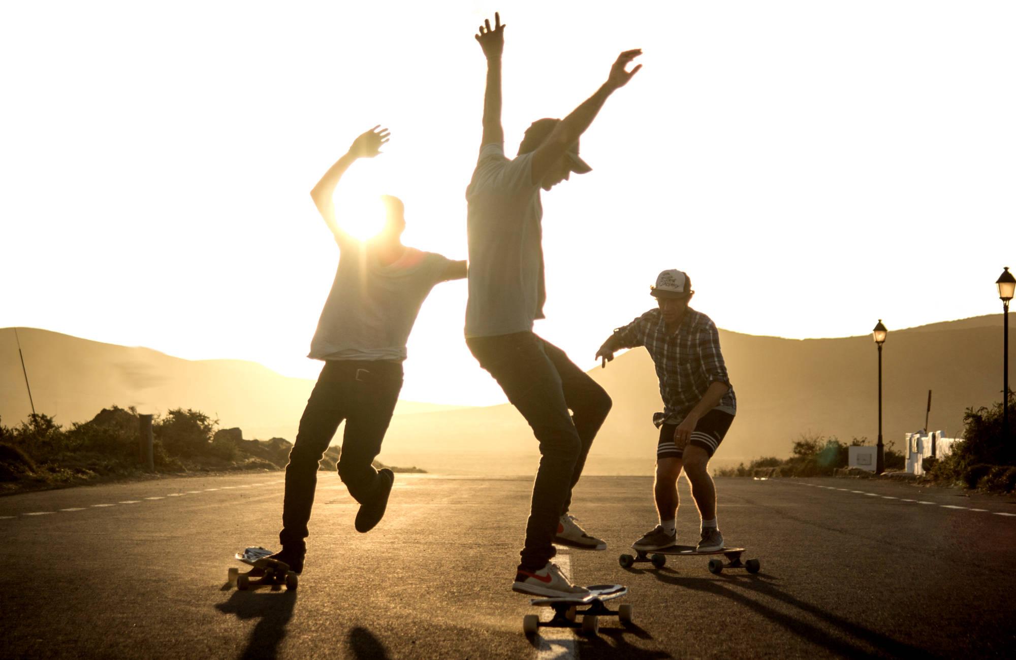 Longboarden lernen im Skateboard Kurs in Rostock.